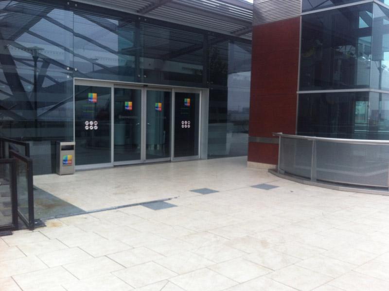 Acceso Centro Comercial
