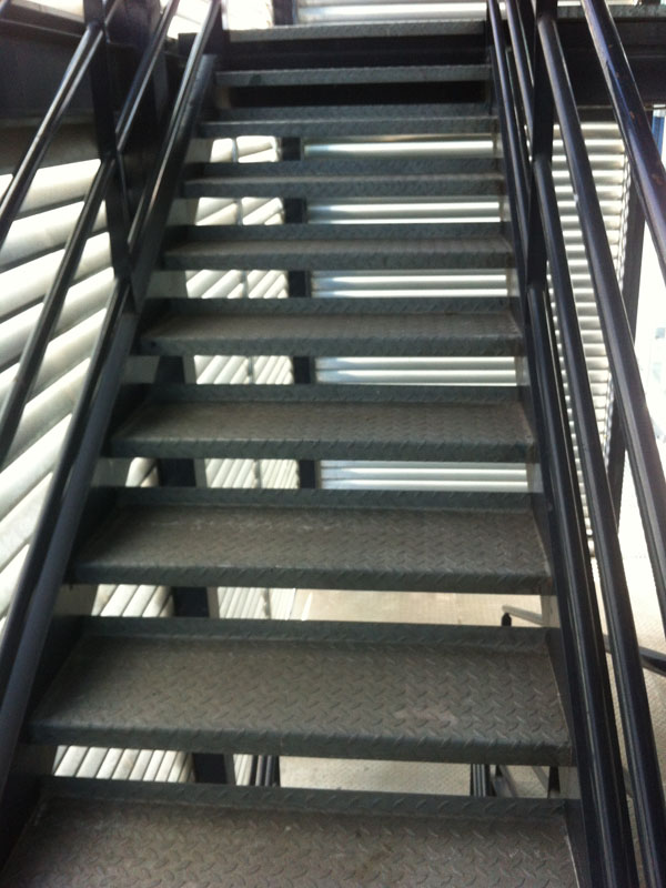 Escaleras de emergencia metalicas antides tratamientos for Escaleras de emergencia